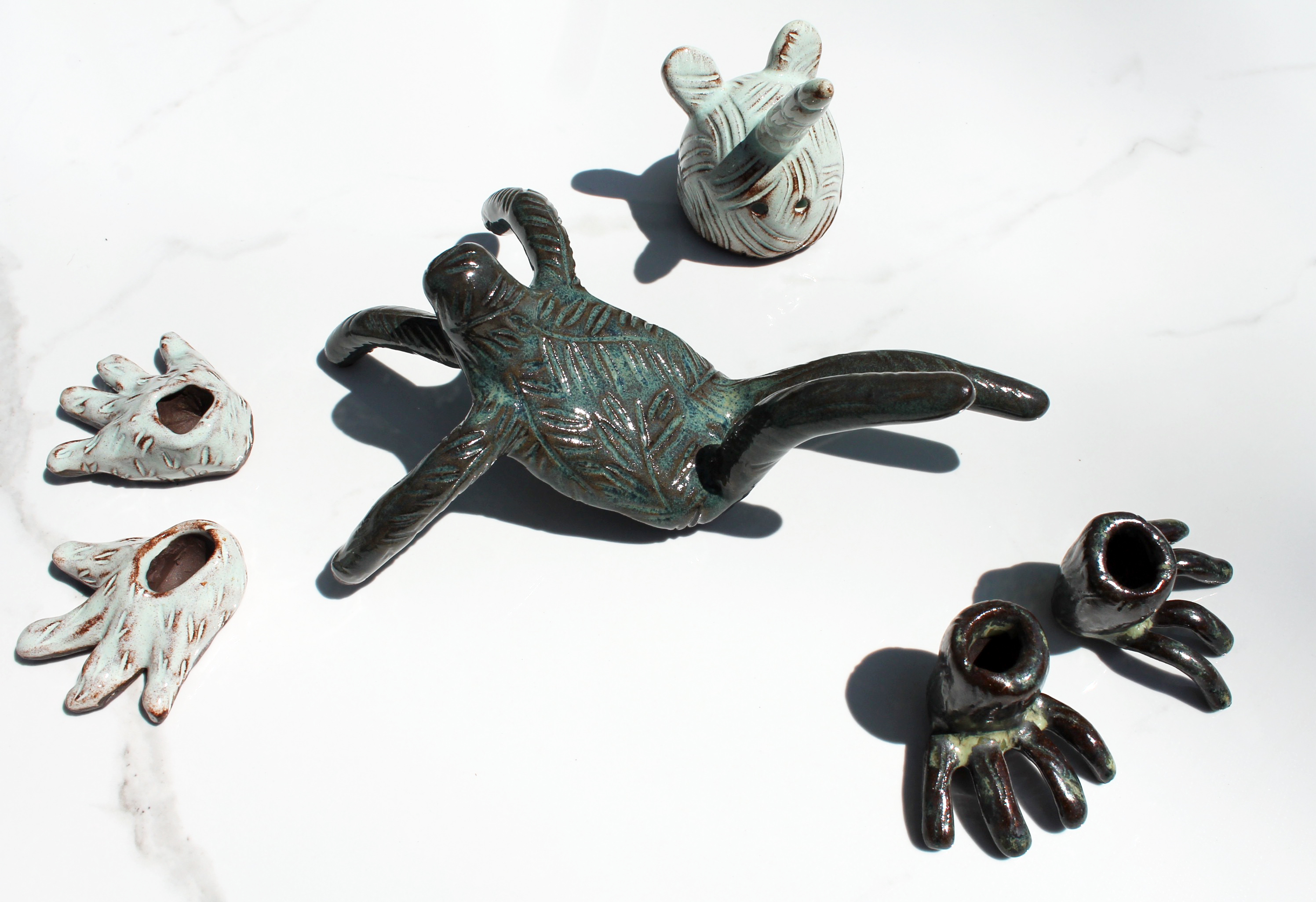 Faunidole Ourse-licorne, céramique (grès), gravures, glaçures,15x23x15 cm